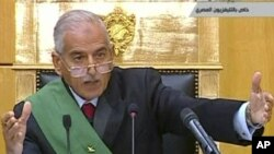 Mubarak Yaraye Arengukijwe Imbere ya Sentare