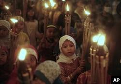 Défilé d'enfants en Indonésie pour marquer la fin du Ramadan