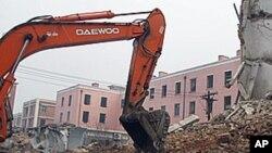 Governo angolano tem demolido nos últimos anos os alojamentos precários de milhares de cidadãos para dar espaço a novas obras as vezes privadas (Foto de arquivo)