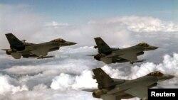 باب کورکر سناتور جمهوریخواه امریکا میگوید از خریداری طیاره های جنگی نوع اف-16 به پاکستان جلوگیری خواهد کرد.