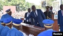 Président Félix Tshisekedi azali kopesa mbote na bazuzi ya Cour constitutionnelle nsima na kolapa ndayi ya kokota na bokonzi, Kinshasa, 24 janvier 2019.