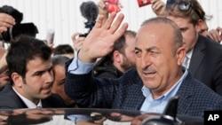 """土耳其外交部長恰武什奧盧警告說,""""宗教戰爭""""正來到歐洲。"""