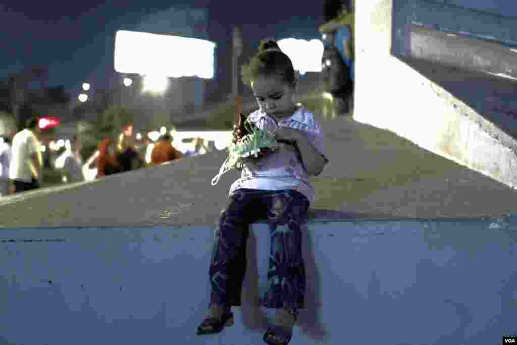 A young girl at the rally in Cairo. (Hamada Elrasam for VOA)