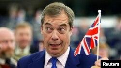 Лідер Партії Брекзиту Найджел Фараж стверджує, що його перемога на європейських виборах 23 травня вказує, що британці хочуть вийти з ЄС, але опоненти не погоджуються
