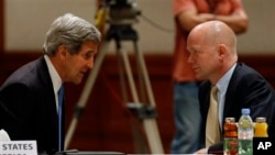 John Kerry ve William Hague
