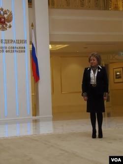马特维延科2013年3月在上议院联邦委员会大厅等待习近平来访。