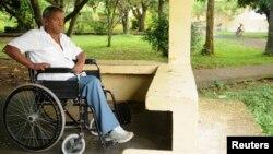 Đối với nhiều bệnh nhân, phần tệ hại nhất của bệnh phong là cách đối xử của những người khác đối với họ.
