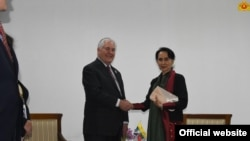 အေမရိကန္ ႏိုင္ငံျခားေရး ၀န္ႀကီးနဲ႔ ေဒၚေအာင္ဆန္းစုၾကည္တို႔ သီးသန္႔ ေတြ႔ဆံုေဆြးေႏြး။ ဓာတ္ပံု - (Myanmar State Counsellor Office)