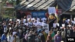 Članovi tibetanske nevladine organizacije protestuju zbog odabira Kine da bude članica Saveta za ljudska prava UN.