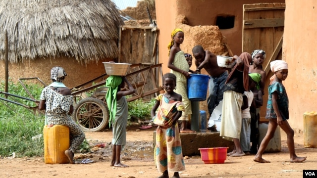 Children gather water in Bagega, Nigeria, where thousands have been exposed to lead poisoning, Oct. 2012. (H. Murdock for VOA)