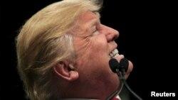 美国共和党总统参选人川普说要在美国与墨西哥的边界上修建一堵墙阻止非法移民进入。(2016年2月19日)