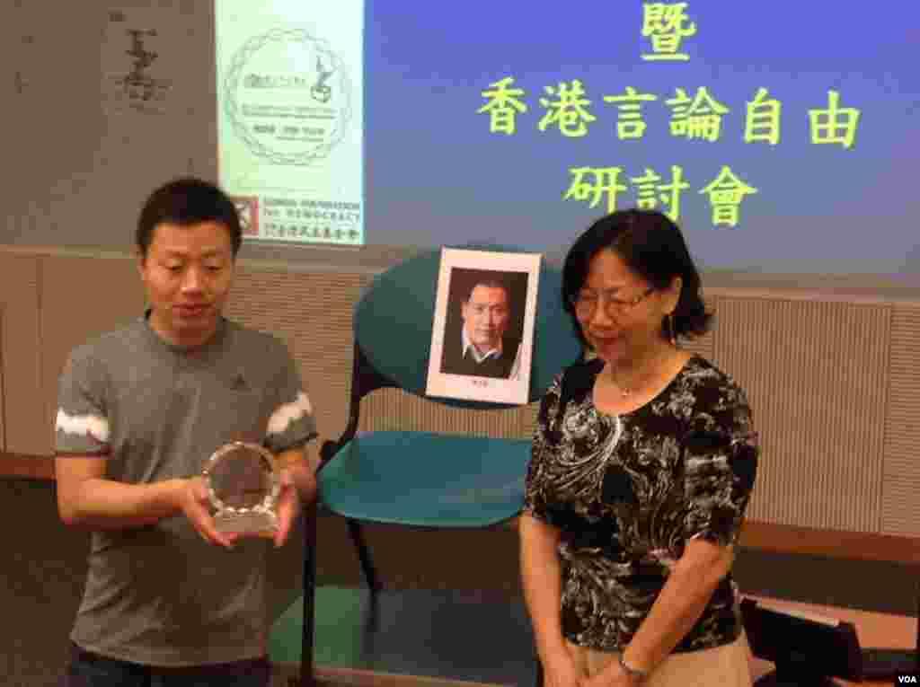 獨立中文筆會在港舉辦頒獎禮及研討會(美國之音海彥拍攝)