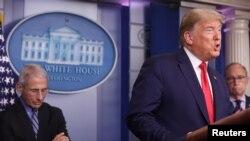 El presidente Trump reiteró que quisiera reabrir partes de la economía cerrada por la pandemia del coronavirus, de ser posible para el domingo de Pascua, el 12 de abril, pero funcionarios de salud creen que la fecha debe ser flexible.