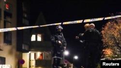 پولیس پس از حمله مرد مسلح با تیر و کمان، محل رویداد را مسدود کرد و از مردم محل خواست تا در خانه های شان بمانند