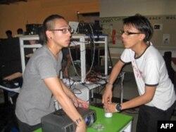 刘俊恩(左)与陈欢(右)正在准备演唱会