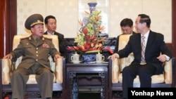 朝鲜特使崔龙海与中国政协副主席王家瑞在北京举行会晤