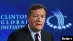 Piers Morgan trató de manejar una entrevista con su detractor, Alex Jones.