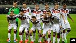 Les joueurs de l'équipe allemande lors d'un match de qualification du groupe D de l'Euro 2016 entre l'Allemagne et la Georgie à Leipzig, Allemagne, 11 octobre 2015.