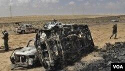 Varios vehículos que integraban el convoy militar fueron destruidos en el bombardeo.