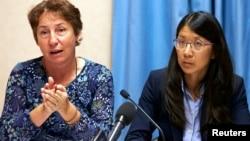 无国界医生组织( MSF)的法律顾问索尔尼尔(左)和国际无国界医生组织的主席乔安妮刘(右)在瑞士日内瓦的新闻发布会上发表讲话(2015年10月7日)。