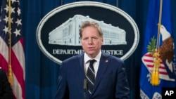 Công tố viên Hoa Kỳ Geoffrey Berman, lãnh đạo văn phòng công tố đầy quyền lực ở Manhattan, từng khởi tố các vụ án khủng bố, tội phạm tài chính Phố Wall và tham nhũng chính phủ thu hút nhiều sự chú ý.