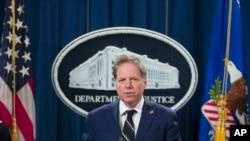 紐約南區聯邦檢察官伯曼在華盛頓聯邦司法部參加記者會。(2018年10月26日)