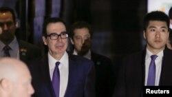 美國財長姆努欽2月14日離開北京的酒店。