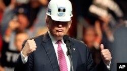 Trump asegura estar en su derecho de no pagar o descontar de los contratos si estos no se cumplen a satisfacción.