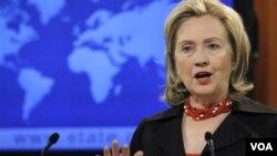 Menlu AS Hillary Rodham Clinton memberikan penjelasan mengenai Laporan HAM tahunan ke-35 Deplu Amerika yang dirilis hari Jumat (8/4).