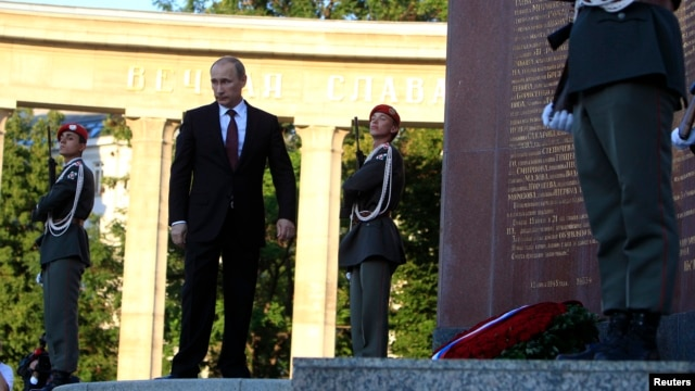 Russian President Vladimir Putin leaves after laying a wreath at the Red Army memorial in Vienna, June 24, 2014.