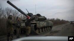 Українські солдати неподалік Дебальцевого