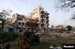 A general view shows the scene of a suicide car bombing outside Hotel Ambassador on Maka Al Mukaram Road in Somalia's capital Mogadishu, June 1, 2016.