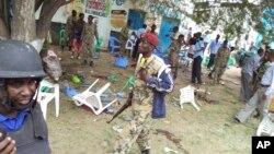 索馬里士兵在現場加緊巡邏