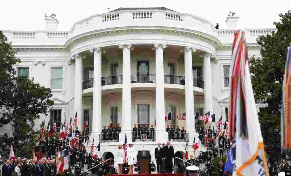 2018年4月24日,美國總統川普和第一夫人梅拉尼婭為法國總統馬克龍及其夫人布里吉特在白宮舉行歡迎儀式。