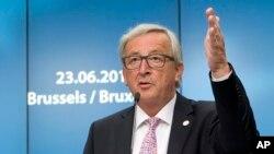 Presiden Komisi Eropa, Jean-Claude Juncker saat memberikan keterangan kepada media pada KTT Uni Eropa di Brussels, 23 Jini 2017. (Foto: dok).
