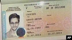 Edward Snowden mendapatkan suaka sementara dari pemerintah Rusia yang berlaku untuk setahun hari Kamis (1/8).
