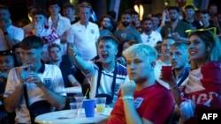 Navijači Engleske gledaju finale Evropskog prvenstva između Italije i Engleske u baru u španskom ostrvu Majorka, 11. jula 2021.
