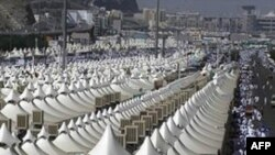 Rreth 2 milionë besimtarë myslimanë vazhdojnë haxhillëkun e përvitshëm