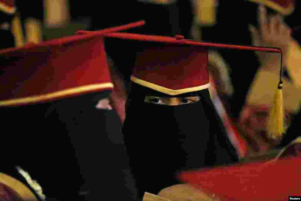 Yaman o'quvchi qizlari hukumat tomonidan mukofot olmoqda