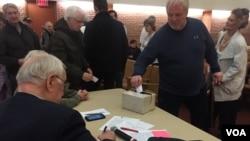 2016年2月1日爱奥华州118号选区共和党党团会议选举(美国之音平章拍摄)