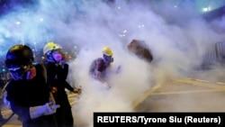 هنگکنگ از حدود دو ماه پیش شاهد اعتراضهای خیابانی به لایحهای بود که براساس آن متهمان به چین فرستاده میشدند.