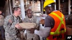 Tentara AS yang bertugas memerangi wabah ebola bertugas di Monrovia, Liberia, (foto: dok).