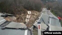 Pukotine na putu Cetinje - Budva