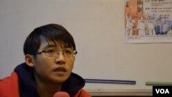 香港中文大學學生會前外務副會長方志信表示,不明白30年前的學界領袖為何支持「民主回歸」。(美國之音湯惠芸攝)