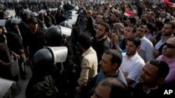 许多埃及法官罢工抗议穆尔西禁止法院挑衅他扩大权利的法令