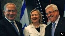 이스라엘의 베냐민 네타냐후 총리(왼쪽), 마흐무드 압바스 팔레스타인 자치수반(오른쪽)과 힐러리 클린턴 미 국무장관(가운데)