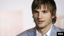 """""""Me ofrecieron un millón de dólares en monedas y les dije que se quedaran con el cambio"""", escribió Kutcher en Twitter."""