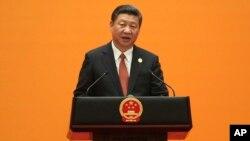 Presiden China Xi Jinping memberikan pidato pada KTT Jalur Sutra di Beijing (14/5).