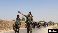 Des membres de l'armée afghane arrivent dans la province de Helmand, dans le sud de l'Afghanistan, le 10 août 2016.