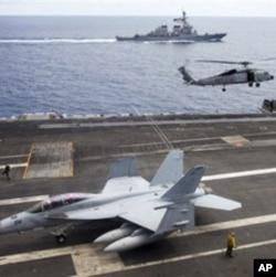 美國航母華盛頓號2011年7月在越南對開海面